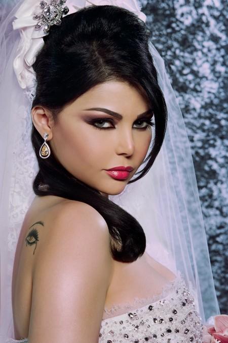 http://www.fanoos.com/photos/haifa_wehbeh_wedding_picture_06.jpg