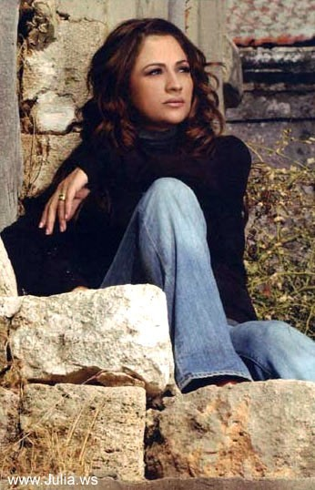 Julia Boutros Stylish Photo 1