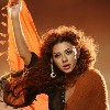 Myriam Fares in Moukanoh Wein Music Video