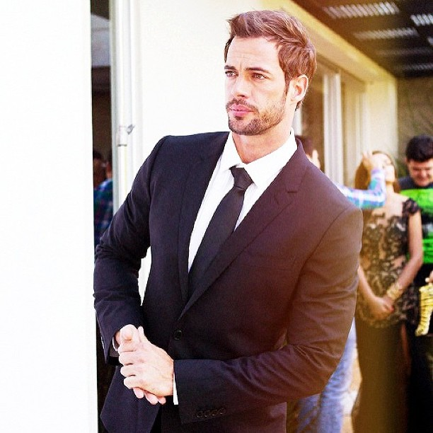 William Levy Photo wearing suit and tie